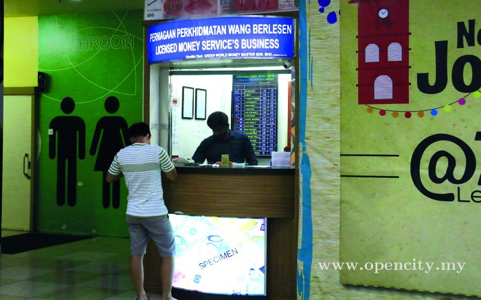 Green World Money Changer @ Dataran Pahlawan